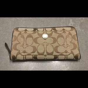 Coach Signature Logos Wallet (Pre-owned)